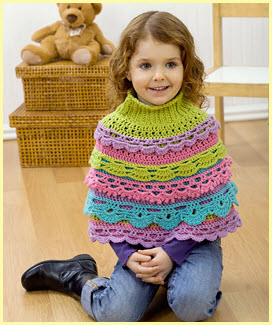 Маленькая модница в накидке-пончо