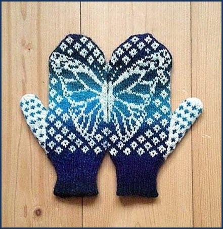 Вязаные варежки с бабочкой