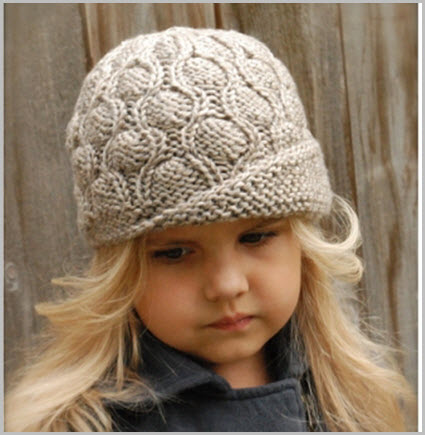 Девочка в вязаной шапке
