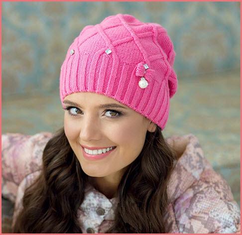 Девушка в розовой шапке