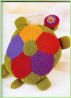 Вязаная подушка черепаха