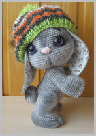 Заяц в шапке