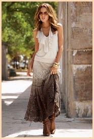 На девушке очень красивая юбка