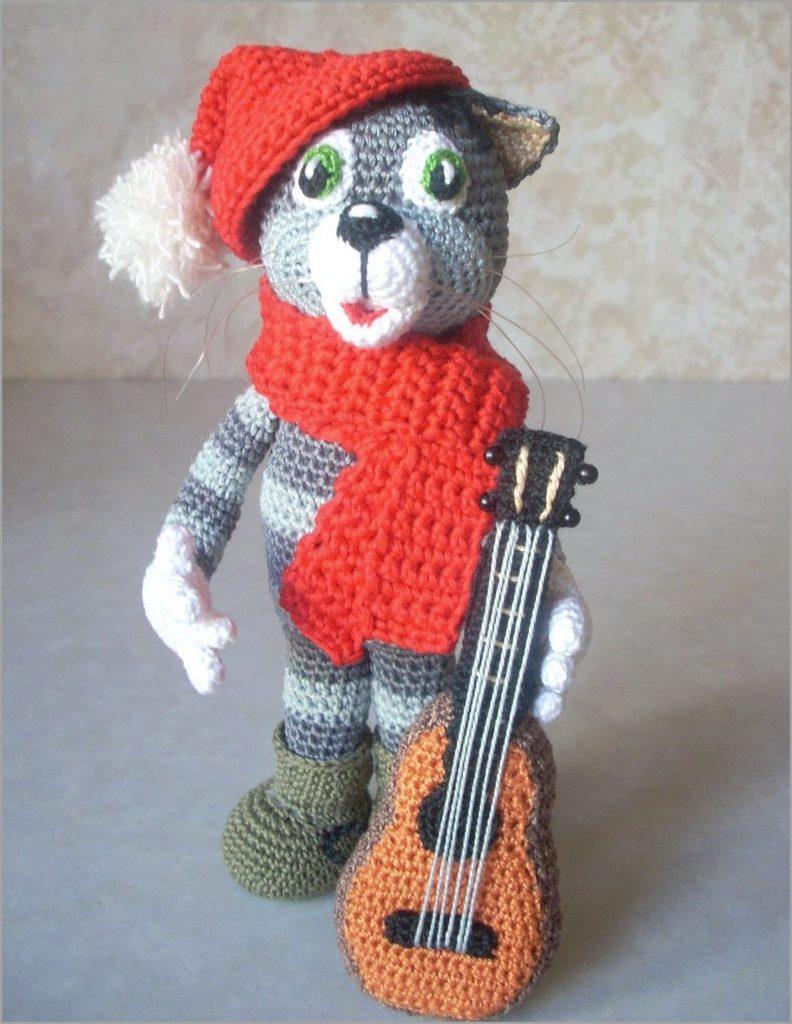 Кот Матроскин с гитарой