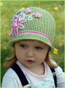 Девочка в летней шляпке