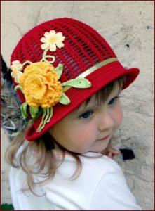 Девчушка в красной шляпке