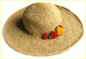 Пляжная шляпа с цветами