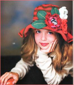 На девочке нарядная шляпка