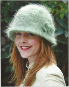 Стильная вязаная шляпка