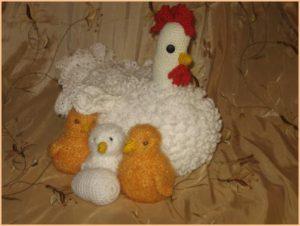 Вязаная курица с цыплятами