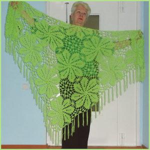 Светло-зелёная шаль с цветами