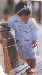 Малышка в брючном костюме