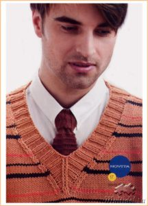 Вязаный галстук с вязаным пуловером