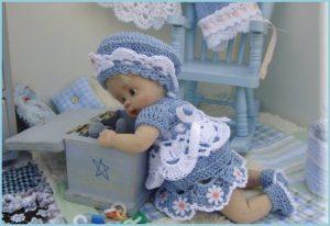 Кукла играет
