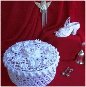 Вязаная шкатулка в романтичном стиле