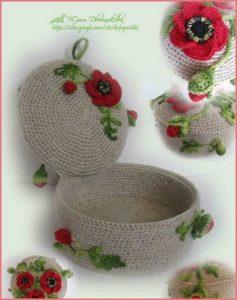 Хорошенькая шкатулка с цветами и ягодами