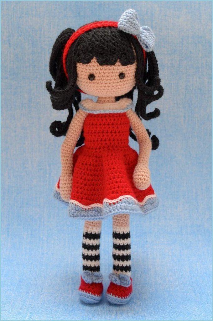 Кукла в красном платье