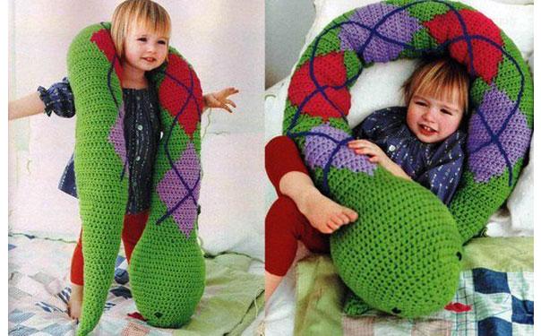 Игрушка подушка змея