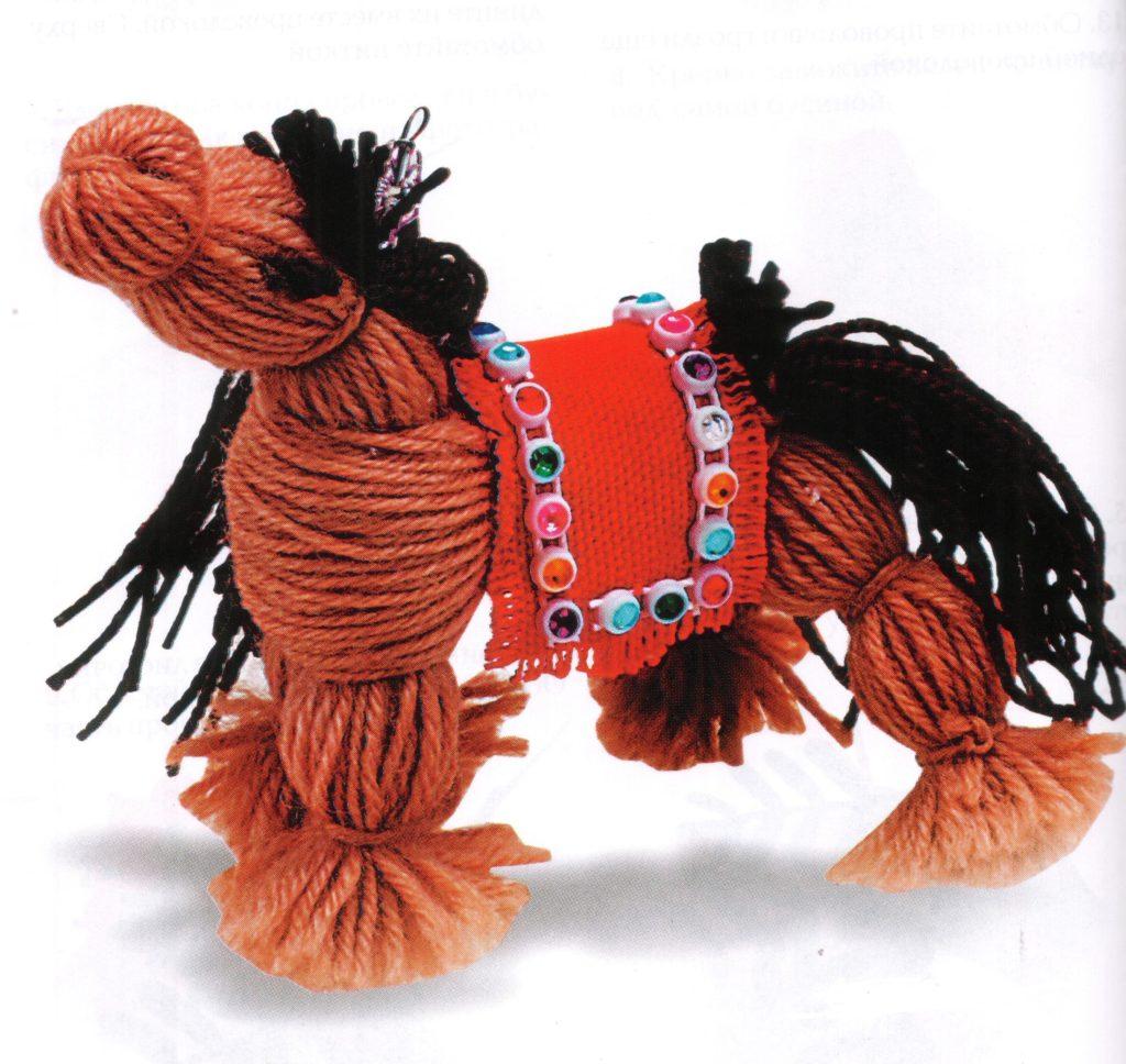 Лошадь с попоной 9